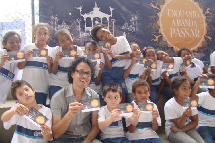 """Apresentação """"Enquanto a Banda Passar"""" na comunidade Maracaí"""