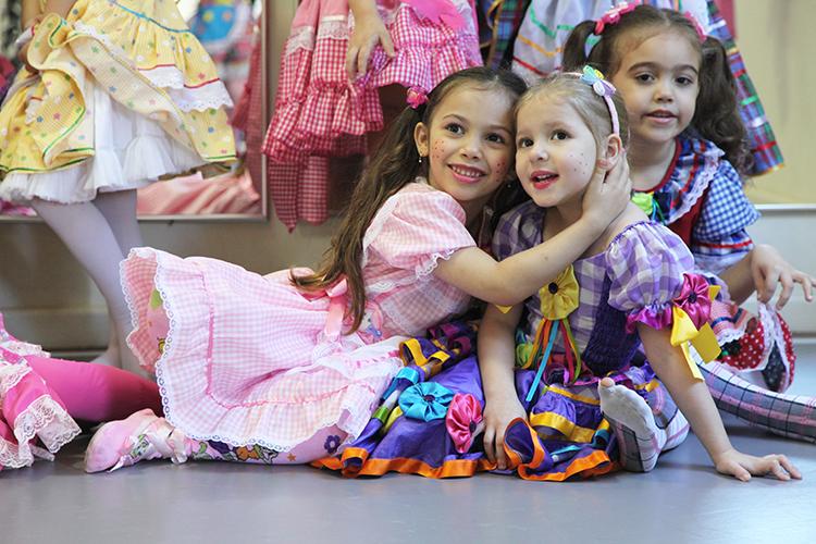 Arraiá 2013 - Equipe Petite Danse