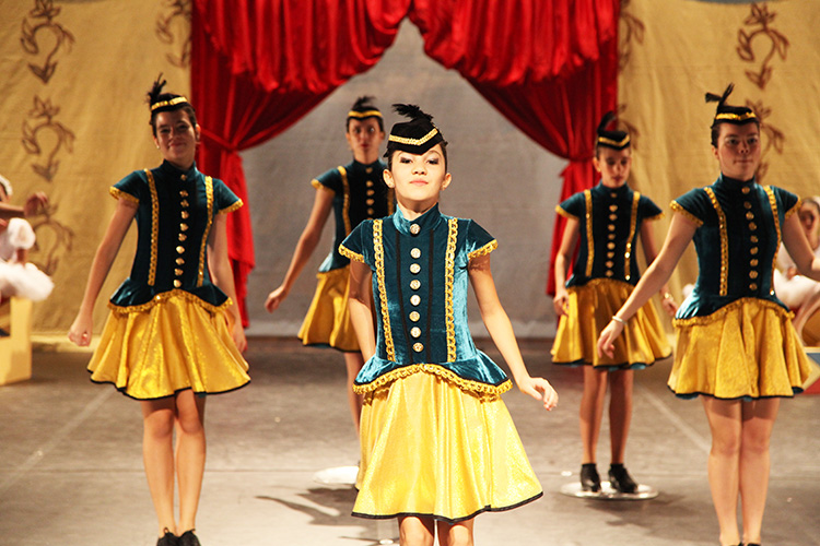 Espetáculo de Final de Ano 2013 - Petite Danse Barra da Tijuca