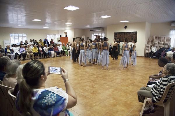 Apresentação de Dança no Lar Nossa Senhora da Glória
