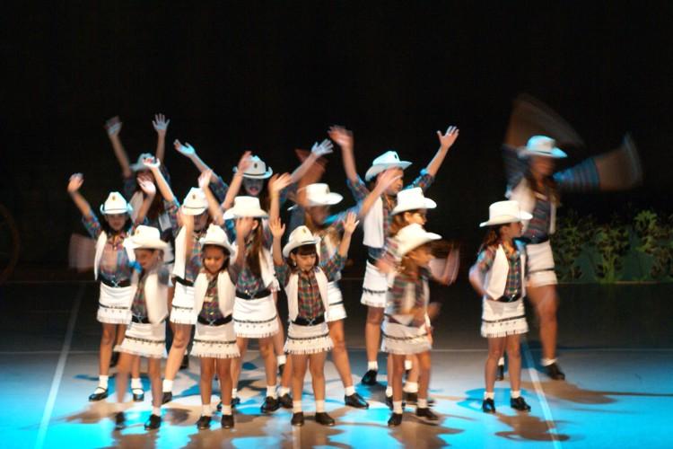 Os Saltimbancos | Escola de Dança Petite Danse