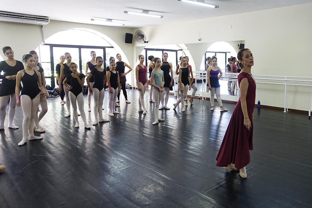 Escola de Dança Petite Danse com aula com Ana Botafogo