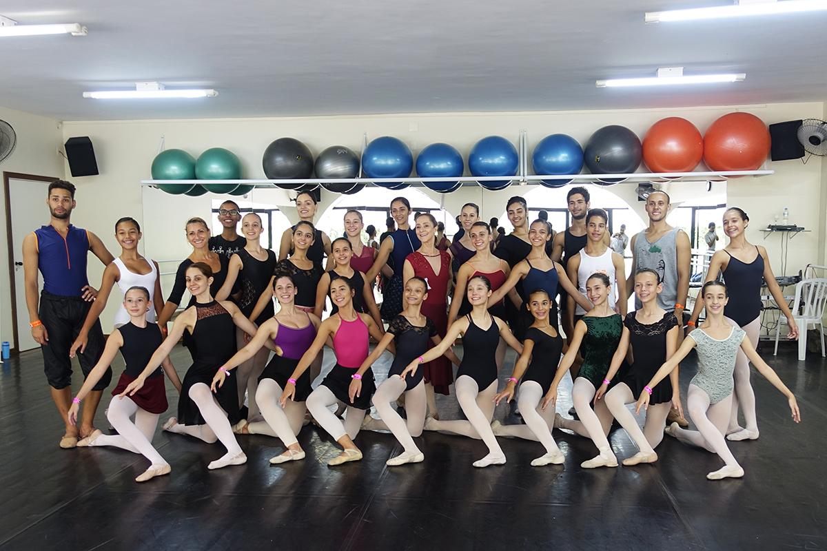 A bailarina Ana Botafogo esteve na Petite para uma master class de ballet clássico