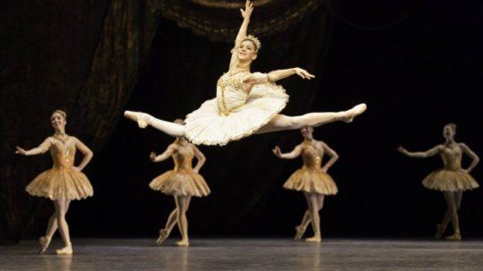 Mayara Magri (ex aluna da Petite Danse) é promovida a primeira solista do Royal Ballet